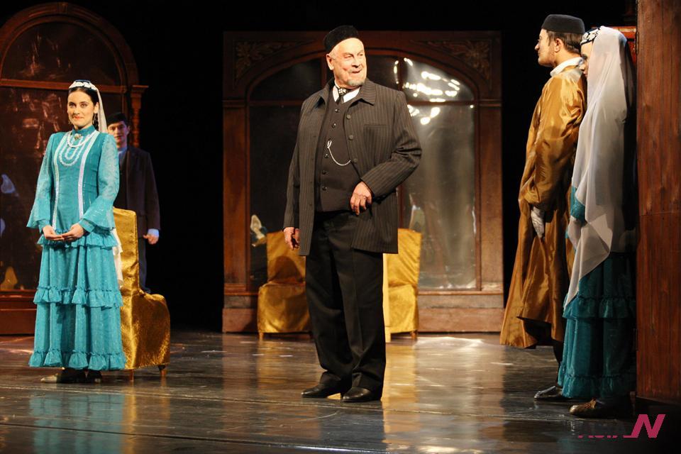 مشهد من مسرحية تترية تاريخية
