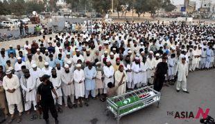 باكستان: جنازة أحد الضحايا الثلاثين في يوم الأحد الدامي