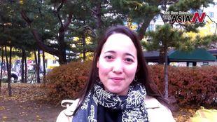 الأمريكية ليزا ويتر مديرة برنامج اتحاد رياضات السلام الدولي بكوريا، تهنيء بتدشين آسيا إن