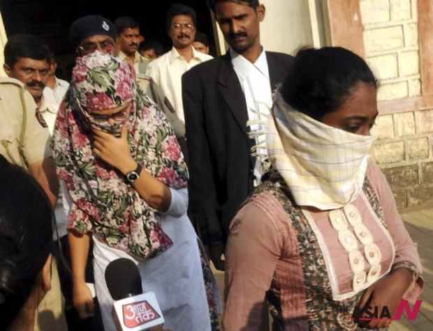 بسبب (الفيسبوك): اعتقال سيدتين في الهند!