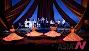 عرض صوفي استضافته دار الأوبرا السلطانية في العاصمة العمانية مسقط