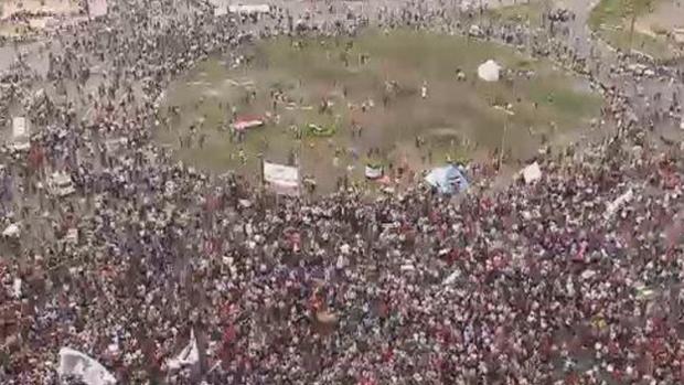 المصريون يعودون لميدان الثورة في التحرير