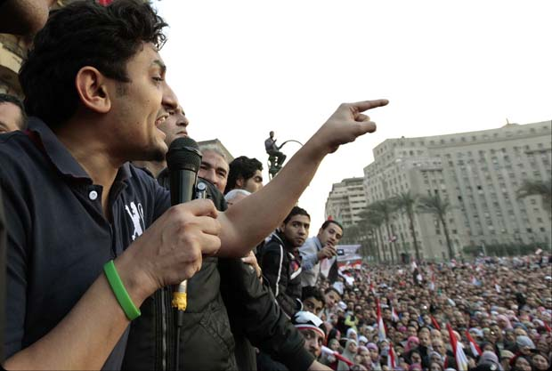 وائل غنيم: أرفض الإعلان الدستوري وأقف ضد الرئيس