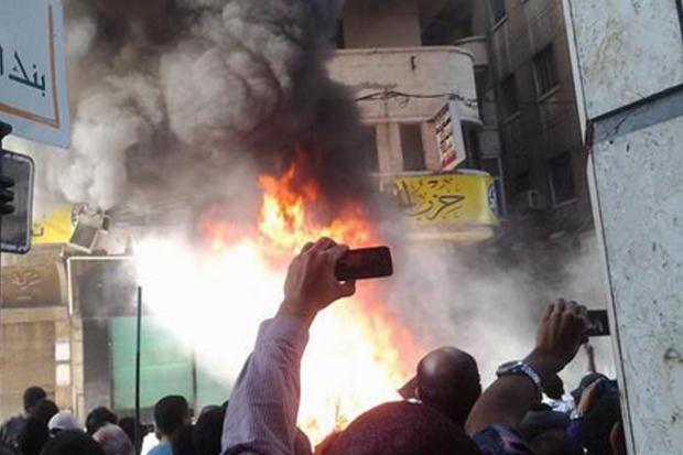 حرق أربع مقرات لحزب الإخوان المسلمين الحرية والعدالة