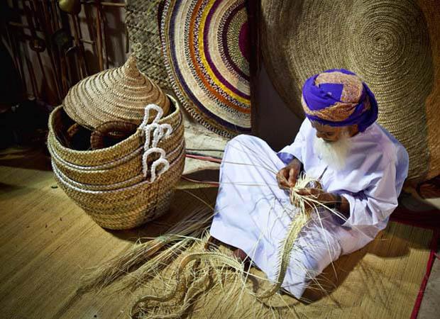 أشمل سجل للحرف اليدوية العمانية وتطورها التاريخى