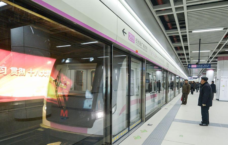 الصين تبدأ تشغيل أول خط مترو الأنفاق المار بنهر اليانغتسي