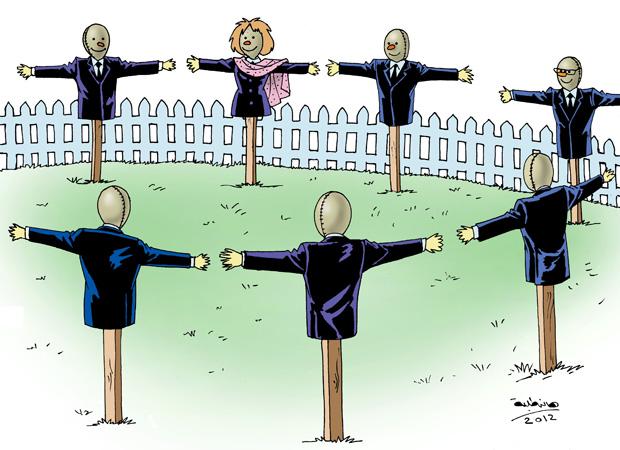 مرسي يعانق أعضاء اللجنة التأسيسية لوضع الدستور المصري في ختام عملهم