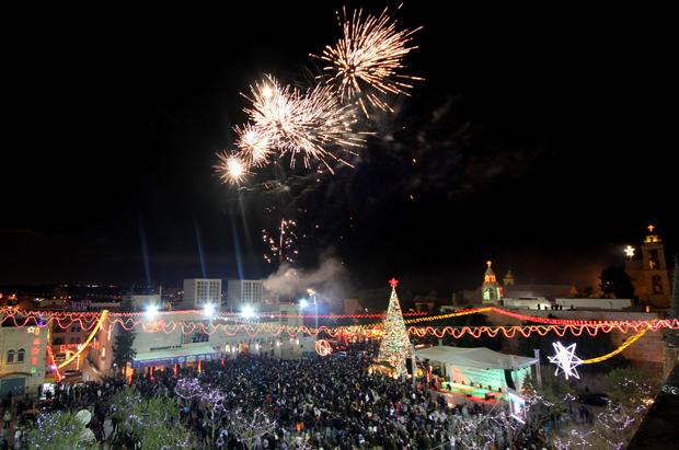 بيت لحم: إضاءة شجرة عيد الميلاد أمام كنيسة المهد