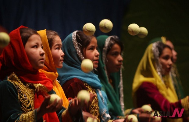 السيرك الأفغاني المتنقل للأطفال يحتفل بمرور 10 سنوات على إنشائه