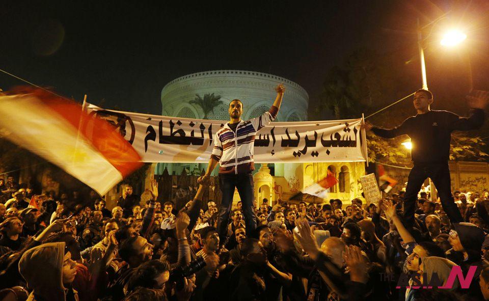 الرئيس المصري محمد مرسي يشجّع المحاكمات العسكرية للمدنيين