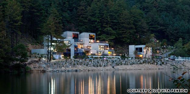 """G-Dragon"" يبني فندقاً للمعجبين و يهديه لوالديه"