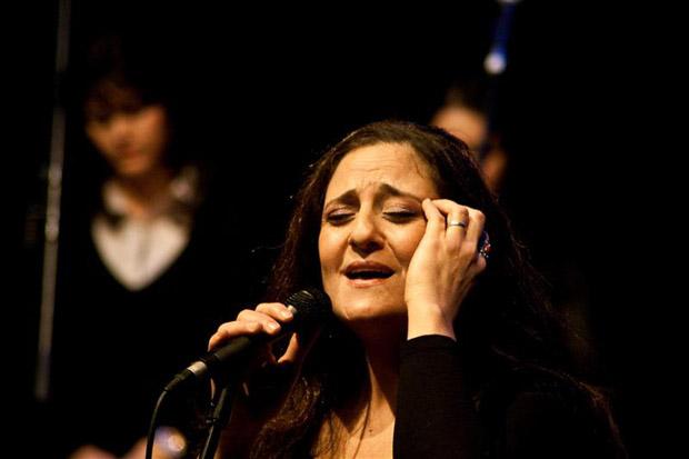 بحجة أن صوت المرأة عورة: حماس تمنع أمسية للفنانة المقدسية ريم تلحمي