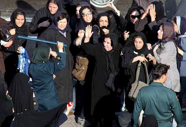 حكايات النشطاء الإيرانيين في المنفى