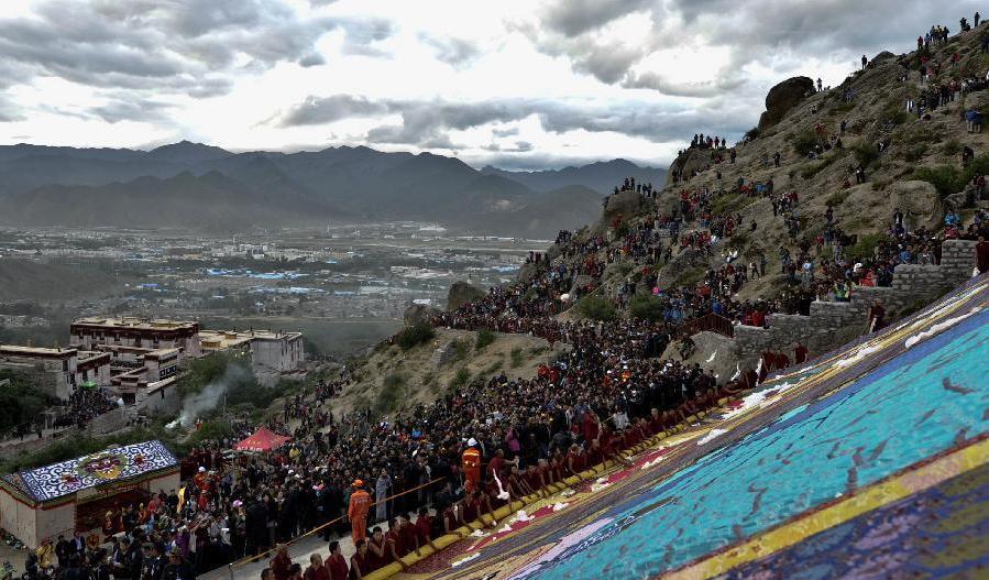 التبت تستقبل أكثر من 10 ملايين سائح في عام 2012