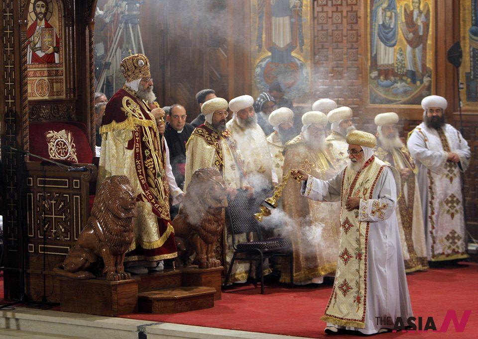 أقباط مصر يقيمون قداس عيد الميلاد، والقوات المسلحة تحبط محاولة لتفجير (كنيسة رفح) شمال سيناء
