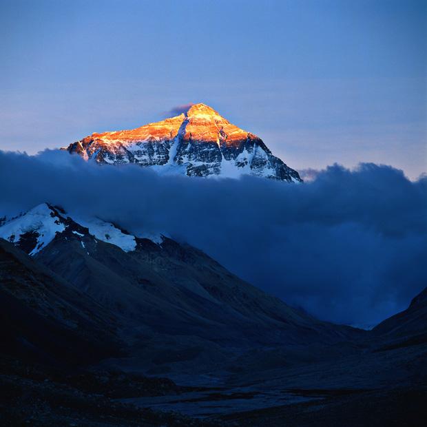 فتاة نيبالية تسلقت جبل إيفرست مرتين خلال أسبوع واحد