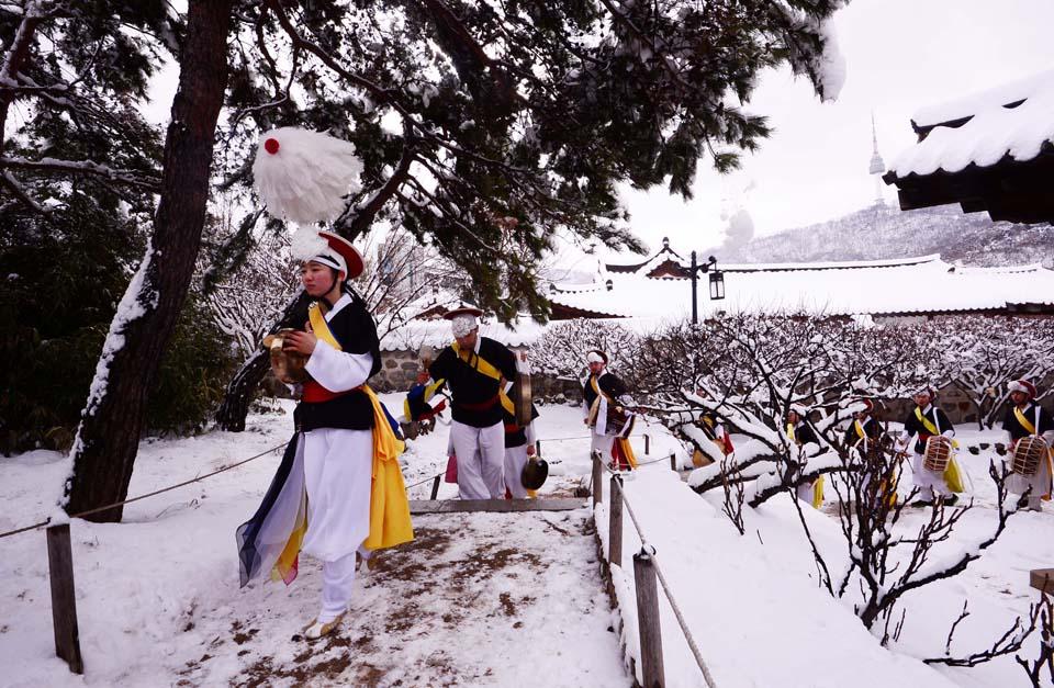 الثلوج الكثيفة تجتاح قلب كوريا الجنوبية
