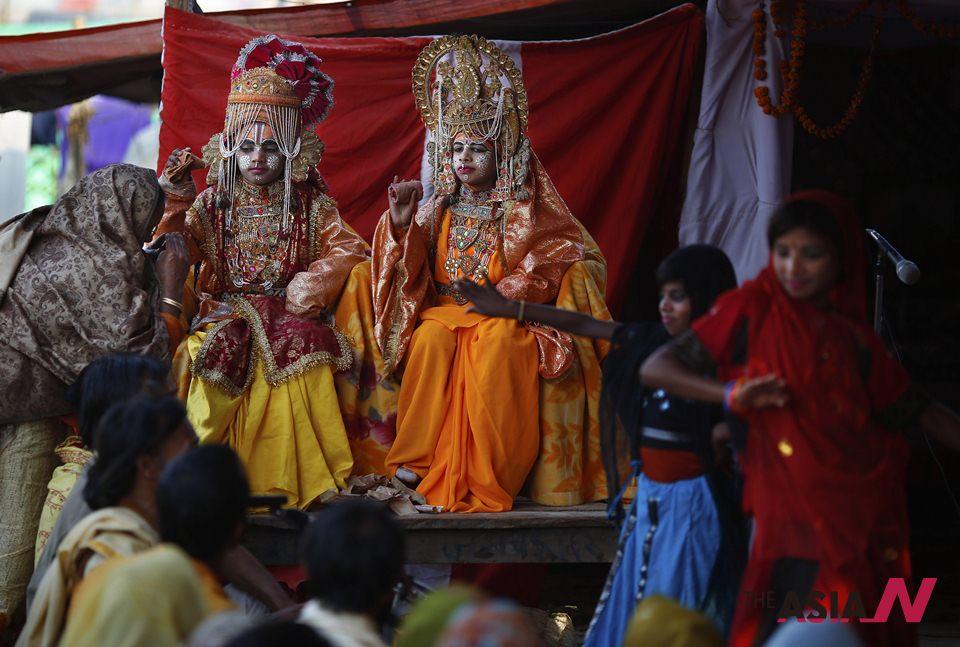 الهندوس يحتفلون بأكبر مهرجان ديني في العالم