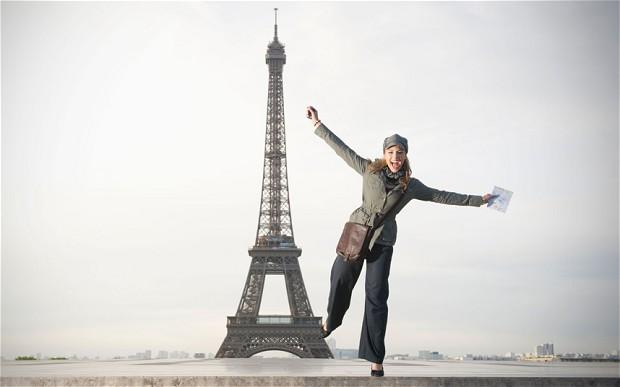 فرنسا: أصبح مسموحاً للسيدات إرتداء السراويل في باريس