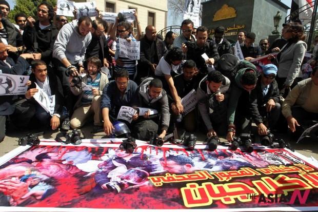 الحرية للكاميرا: الإعلام المصري يحتج على جرائم (الإخوان المسلمين) ضد الصحفيين