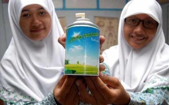 إندونيسيا: طالبات يحولن روث البقر إلى معطر جوي