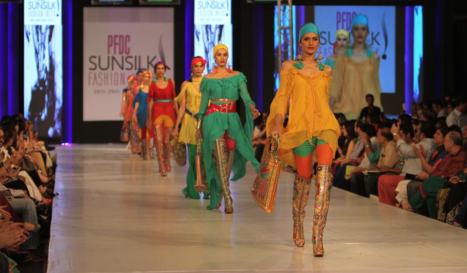 لاهور: أسبوع أزياء باكستان وسط عنف طالبان الدموي