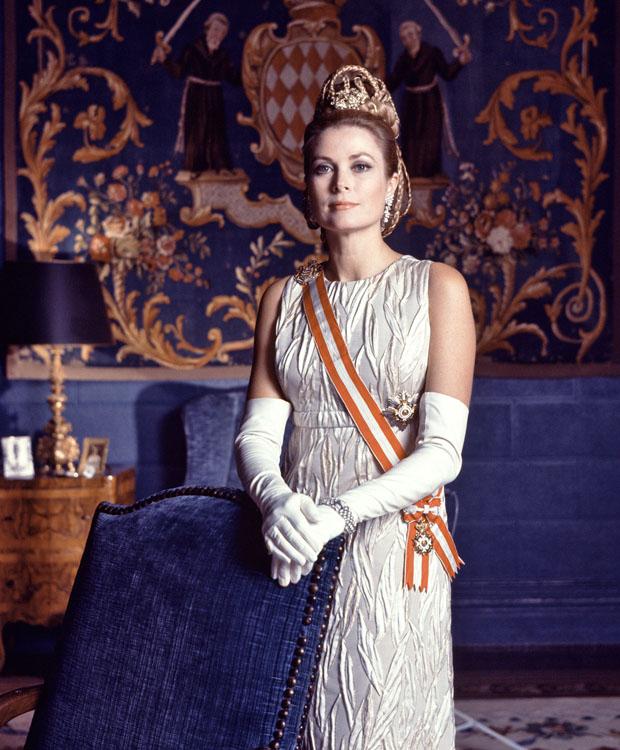 أميرة هوليوود ترتدي تاج أيقونة موناكو