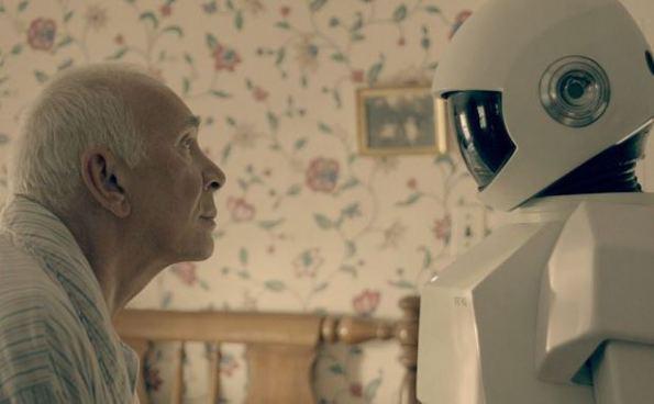 اليابان: الحكومة تصنع مساعدين آليين لرعاية كبار السن