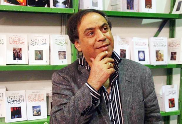 الشاعر أحمد الشهاوي في حوار مصور: كيف أضاءَ شعراءُ العربِ مَهَاجرَهُم