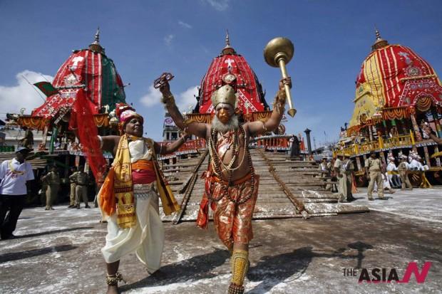 احتفالات الهندوس السنوية بالإله جاغاناث