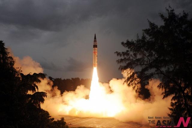 الهند تختبر صاروخا عابرا للقارات يحمل رؤوسا نووية