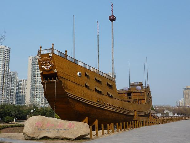 الصين وسريلانكا يدشنان طريق الحرير البحري