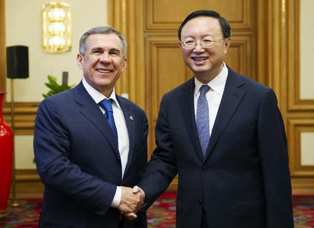 مصافحة صينية تتارية من أجل تعزيز التعاون