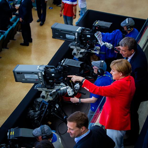 ميركل تشاهد فوز الألمان الكاسح