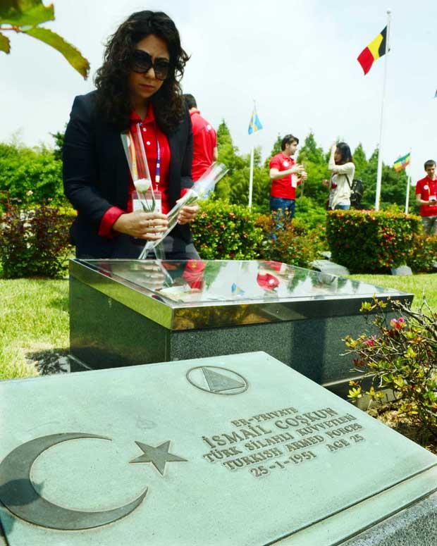 زيارة لأضرحة الجنود الأتراك في بوسان