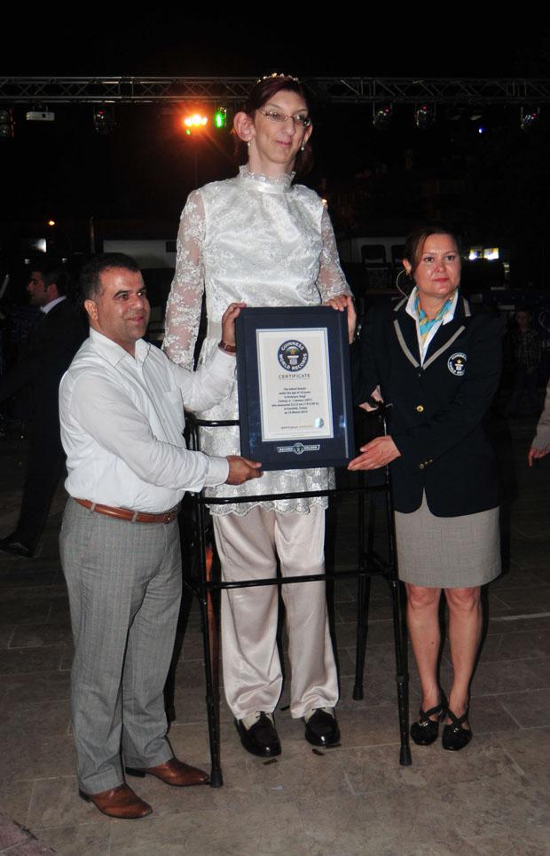 أطول فتاة في العالم