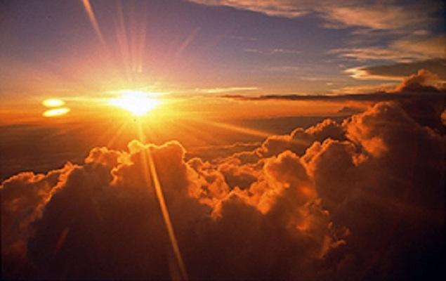 الشمس تشرق غربا